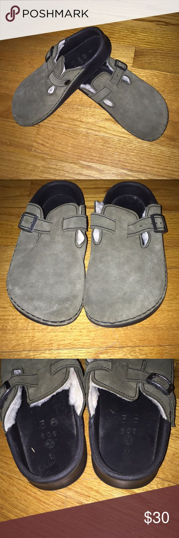 Birkenstock tatami They are army green tatami Birkenstocks. They are missing the fur insoles but replacements can be bought. They can still be worn without insoles because they still have arch support. Birkenstock Shoes Sandals