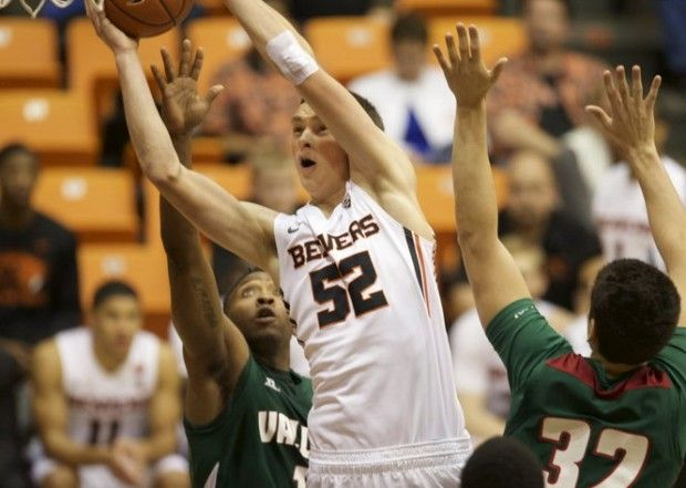 Take a look at the Oregon State Beavers basketball roster heading into the 2016-17 season.