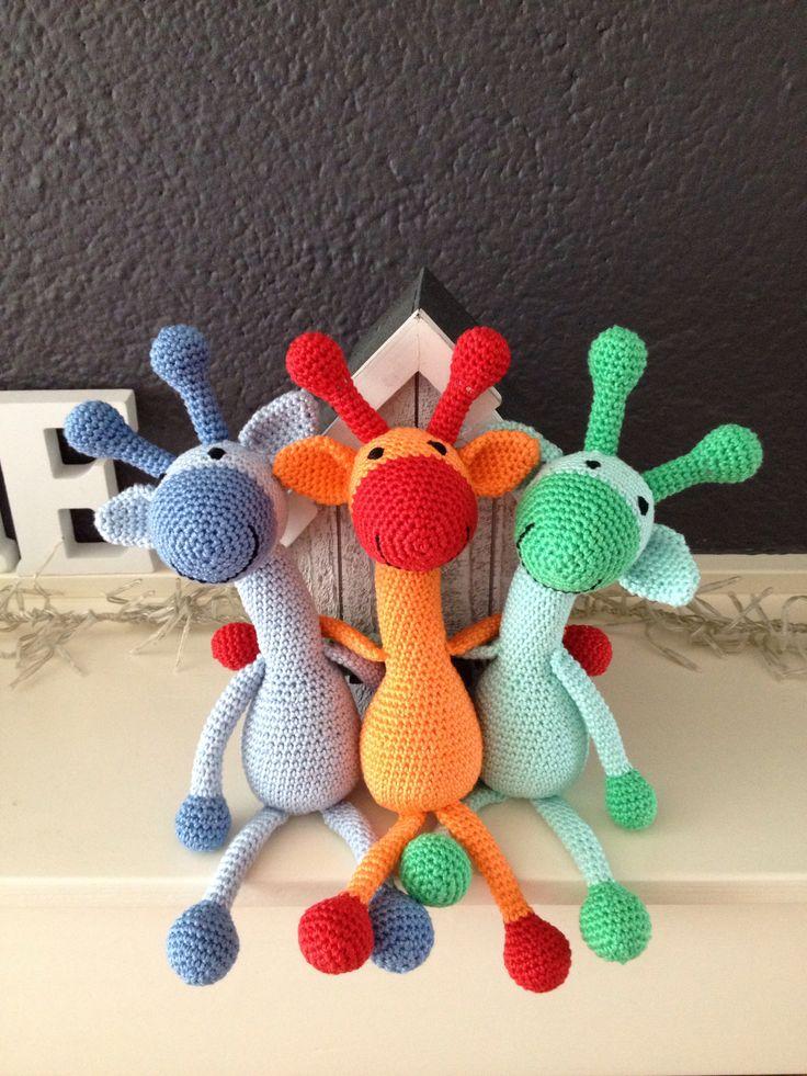Giraffe vriendjes! Patroon is te vinden op http://hiphaakwerk.blogspot.nl/2012/05/gratis-patroon-giraffe.html?m=1