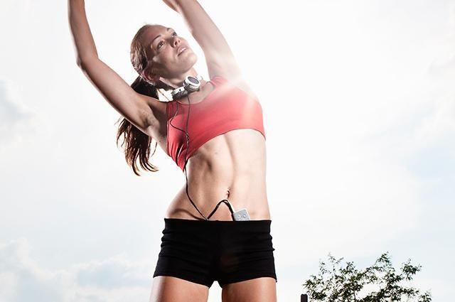12 ejercicios para afirmar la piel después de la pérdida de peso, tonificando los músculos | LIVESTRONG.COM en Español