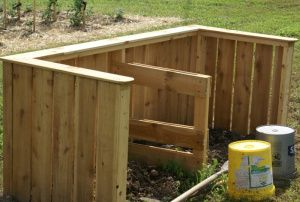 Recycled pallets make a great compost bin!