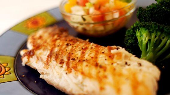 Tilapia avec relish aux agrumes - Recettes de cuisine, trucs et conseils - Canal Vie