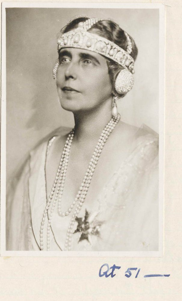 Bijuteriile reginei Maria, recuperate de la ruși de un fost căutător de aur