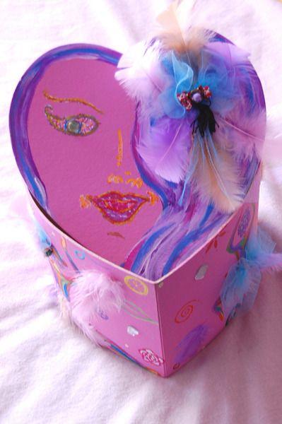 Boite Coeur So Girly Rainbow, arc en ciel froufrou de Smithy-Créations : Fantaisies Artisanales  sur DaWanda.com