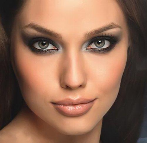 Визуально увеличить глаза: секреты макияжа<br><br>Большие выразительные глаза – повод для зависти многих девушек. Кому-то повезло от природы, голливудские звезды увеличивают их с помощью операций… А что делать нам, обычным девушкам, которые не относятся ни к первой, ни ко второй категории? Нам ос..
