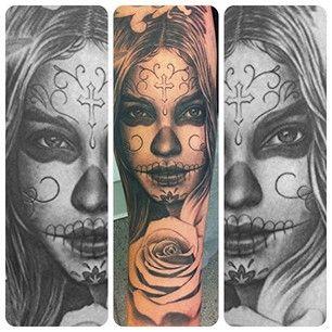 Un tatouage en hommage à la fête des Morts. | 49 idées sublimes de tatouages noir et gris