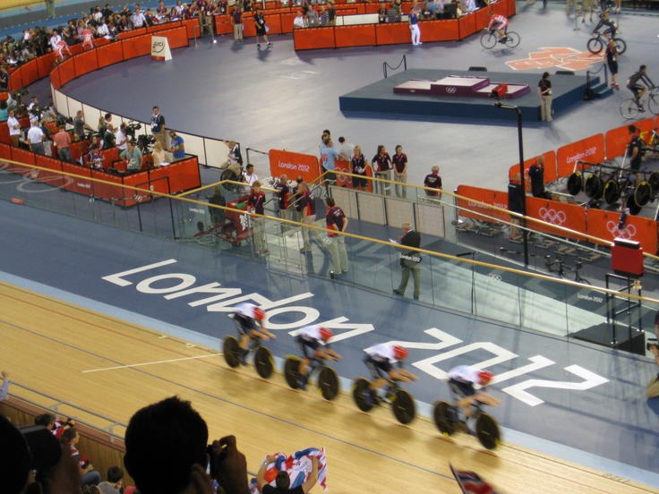 Team GB in the Velodrome, men's team pursuit qualifying (went on to win Gold the following evening!)
