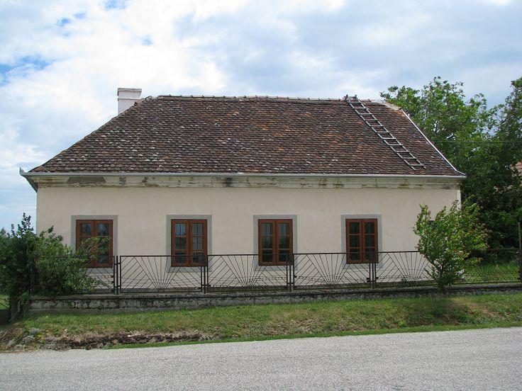 Lampérth Géza író szülőháza (Mencshely) http://www.turabazis.hu/latnivalok_ismerteto_4998 #latnivalo #mencshely #turabazis #hungary #magyarorszag #travel #tura #turista #kirandulas
