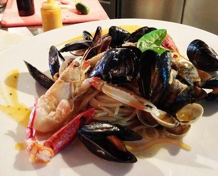 Spaghetti Morelli ai Frutti di Mare con Filetti di Pomodoro. #alcristo #verona