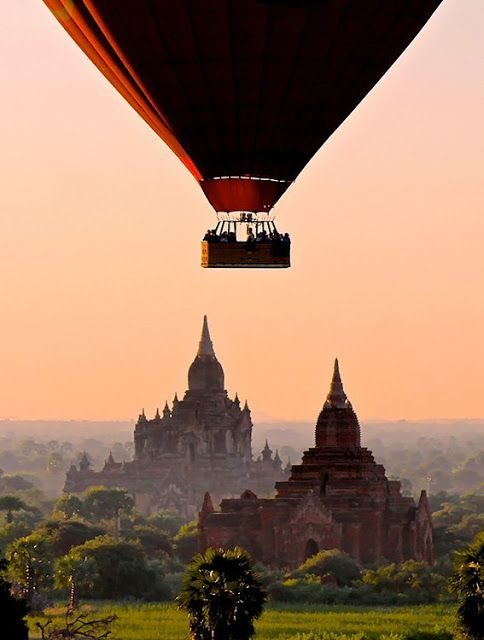 Bagan hot-air balloon, by Daniel Clarke, in Burma - Around the World