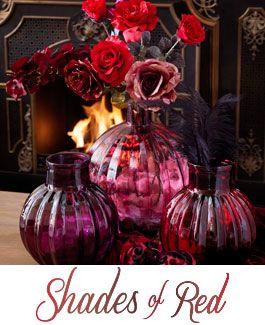 Shades of Red - Warme roodtinten, luxueus paars, rijke stoffen met randje lichtgoud en parelmoer. Deze trend is luxe, weelderig en warm. De gouden eeuw, gemixt met moderne elementen. Als je van chic houdt, staat deze stijl je zeker aan.