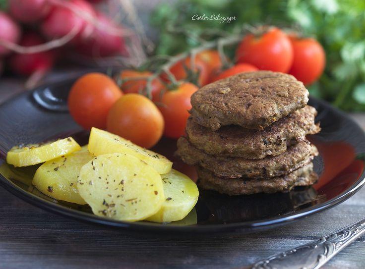 Очень вкусный, полезный и простой обед: печеночные оладьи. Рецепт простой и доступный, такой диетический обед можо приготовить для всей семьи, включая детей.  Калорийность диетических печеночн