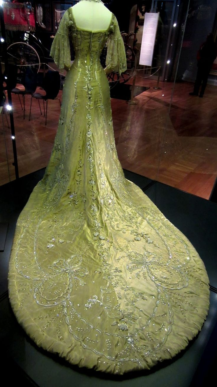 Queen Maud of Norway's Coronation Gown - 1906 - Design by Vernon and Silkehuset - @~ Mlle