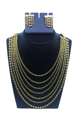 Multi-layer traditional neck piece with ear rings
