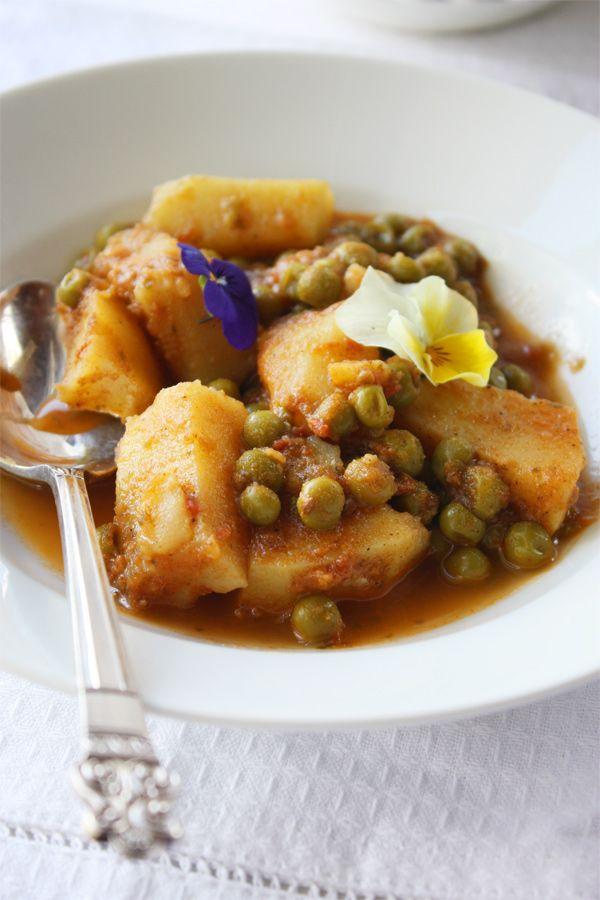 ALOO MATAR -- Indian potato and pea curry (via Cook Republic)