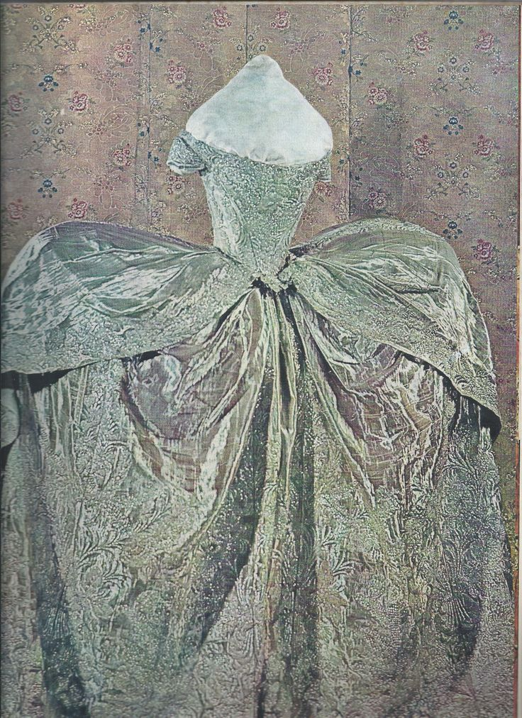 This is how Catherine the Great's wedding dress was ...