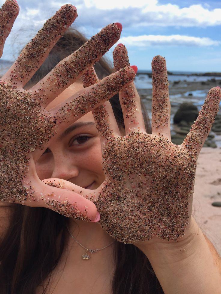 Foto de playa: manos y arena – #arena #de #Foto #manos #playa