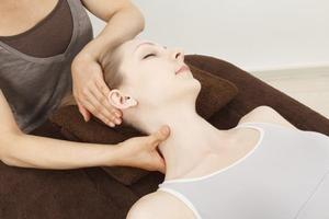 Forward Head Posture Stretches   LIVESTRONG.COM