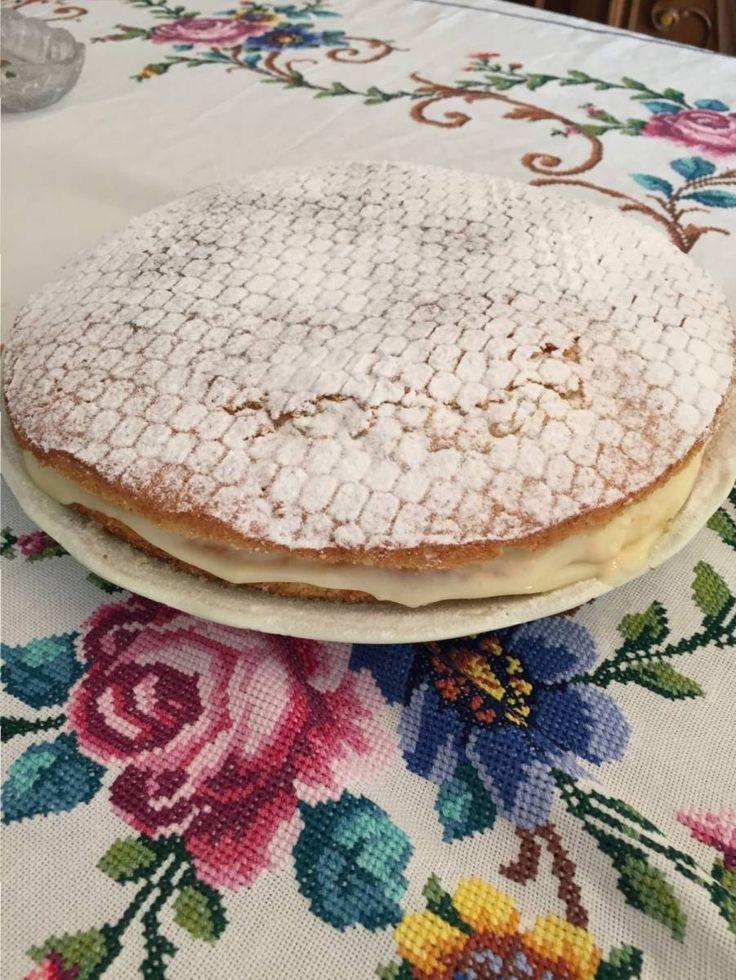 Antalya'da Hilalce isimli Mutfağımızdan Alman Pastası;  Genelde muzlu olarak tercih ediliyor ama istenirse çilekli veya çikolatalı yapılabiiyor.