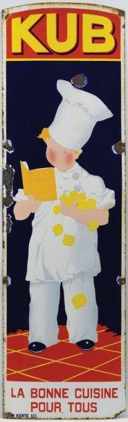 Salorges Enchères, Nantes KUB «La bonne Cuisine pour Tous» Plaque émaillée bombée «Marmiton» dans sa première version Brillante, éclats sur le pourtour et au-dessus de la toque Circa 1910 44,7 x 150,5… - Symev - 26/03/2015