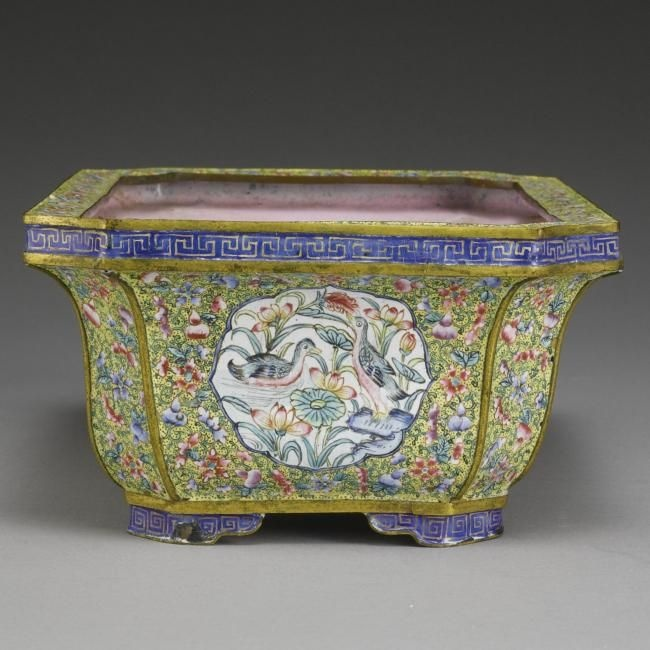 canton enamel yellow ground -  A painted enamel jardinière. Qing Dynasty, 19th