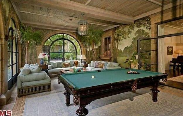 Christina Aguilera's New Mansion in Mulholland Estates