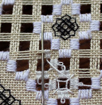 Bea's Stitcheries: Hardanger Picot Tutorial(burlap)