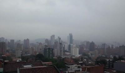 Medellín     Re Vista: Bajo el cielo gris (Medellín, Colombia)
