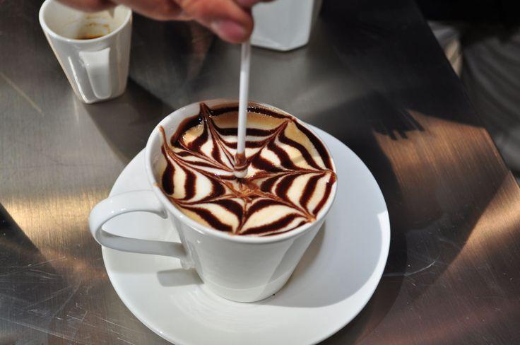 Un diseño en tu café.