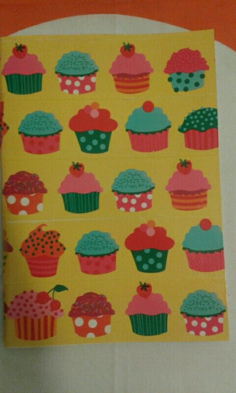 Cupcakes notebook...Rap two pieces of white scrabooking paper with tape (I bought this one from a craft store) and then stick the papers in a notebook of your choice
