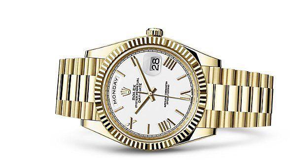 Day-Date 40. Desde su debut en los años cincuenta este ejemplar se convirtió en un referente del lujo masculino pues contaba con cualidades únicas como ser el primer reloj en mostrar datos completos como la fecha y el día en un recuadro que se colocó audazmente en la esfera. @rolex #rolex #reloj #tiempo #time #watch #DayDate #hora #oro #quilates  via ROBB REPORT MEXICO MAGAZINE OFFICIAL INSTAGRAM - Luxury  Lifestyle  Style  Travel  Tech  Gadgets  Jewelry  Cars  Aviation  Entertainment…