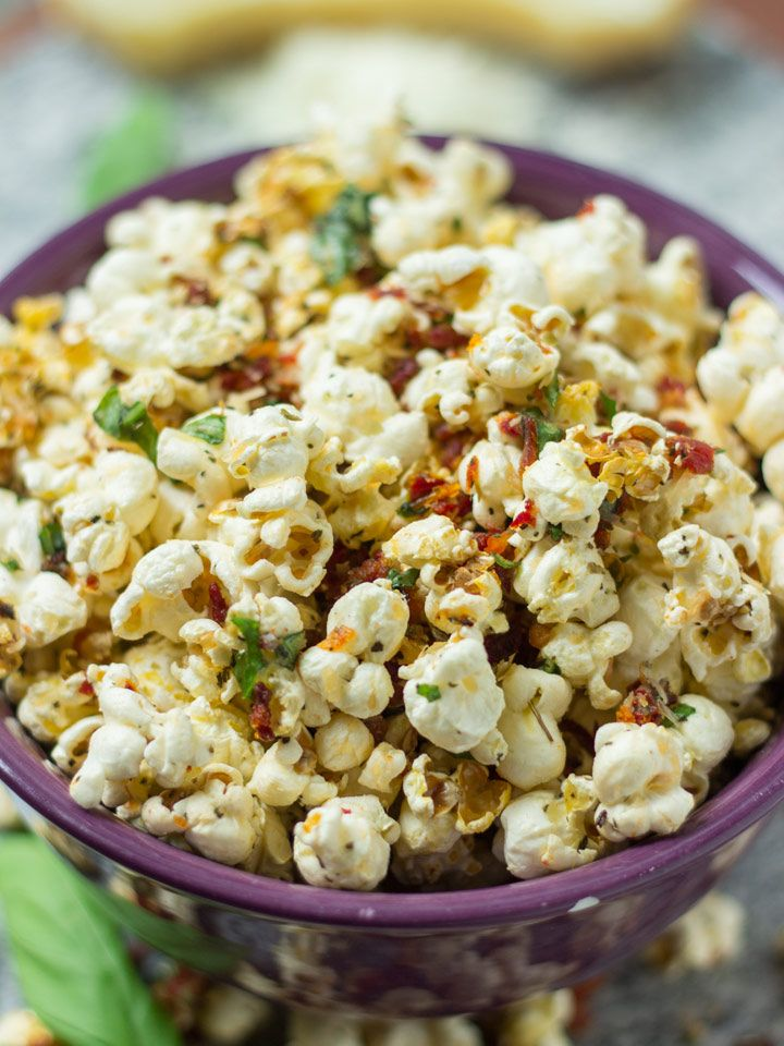 Margherita Pizza Popcorn - all the flavors of pizza in a delicious popcorn made at home! #glutenfree