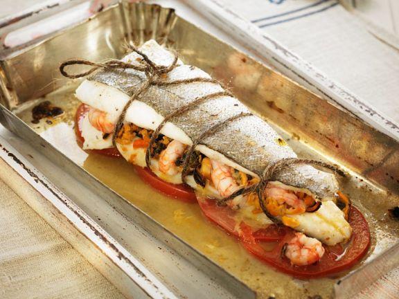 Gefüllter Seehecht aus dem Ofen ist ein Rezept mit frischen Zutaten aus der Kategorie Meerwasserfisch. Probieren Sie dieses und weitere Rezepte von EAT SMARTER!