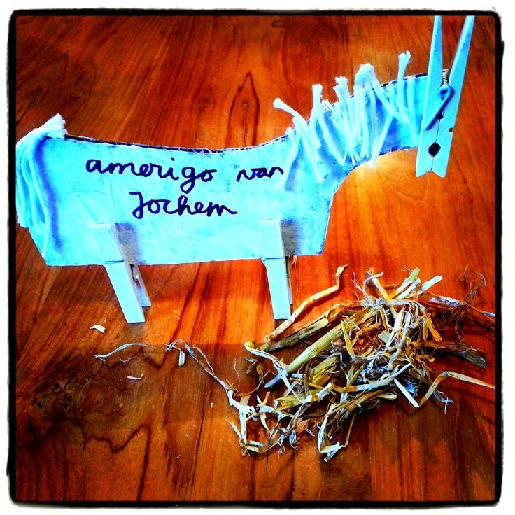 ~Super simpele maar o zo leuke 5-12 knutsel: karton, wasknijpers, wol, verf en lijm~