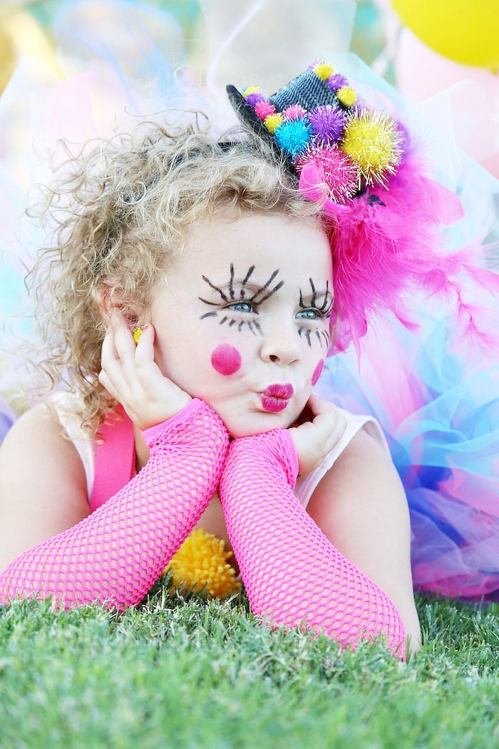 DIY Girly Clown Halloween Costume - This is the cutest costume I have ever seen! - Click for the tutorial! Psst... it's so easy! -www.classyclutter.net
