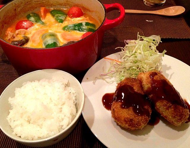 久しぶりにポテトコロッケを作りました。汁物のかわりにトマト鍋。豚肉、じゃがいも、ニンジン、椎茸、ピーマン、プチトマトです。仕上げにチーズをのせて。美味しかったです(^_^) - 36件のもぐもぐ - コロッケ、トマト鍋、ごはん by gohandaisuki