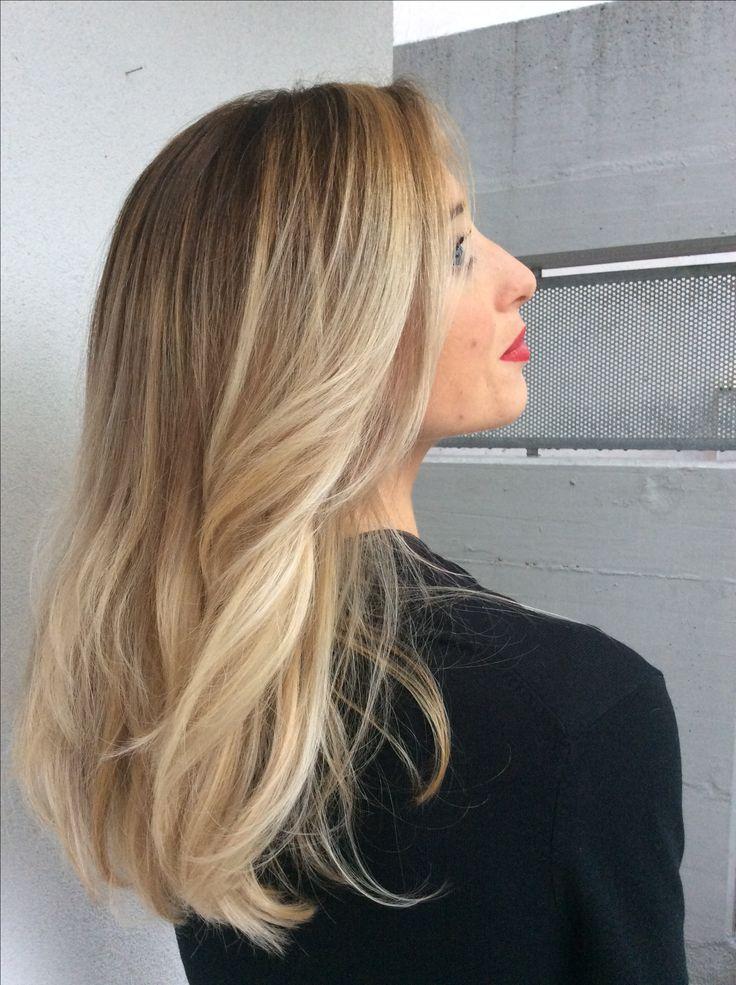 Centro Degradè Conseil Lucia De Marco GIOIÀ  #centrodegradeconseilgioiá #fashion #glamour #lepiubellesfumature #nellemanigiuste #mod #longhair #blondehair #waves #gioiátuttalatuabellezza #loreal