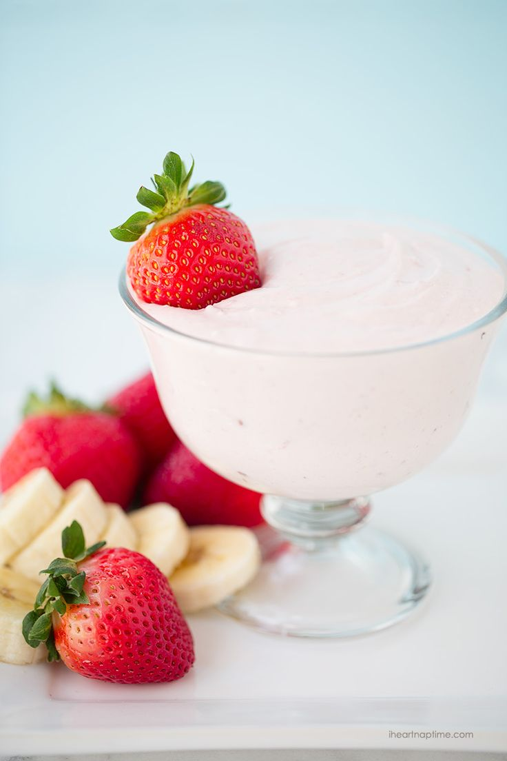 Easy strawberry fruit dip on iheartnaptime.com -creamy, easy to make and absolutely delicious!