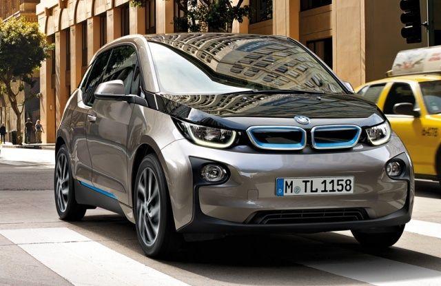 BMW i3 Elektrische auto. Vergelijk deze BMW i3 op yushift met andere hybride en elektrische auto's op actieradius / range, kosten, acceleratie en bijtelling. Wil je een proefrit of kosten berekening voor de BMW i3? Vraag deze op bij ons op yushift.