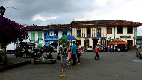 Plaza de Bolivar, Salento  http://pertodomundo.com/tag/salento/