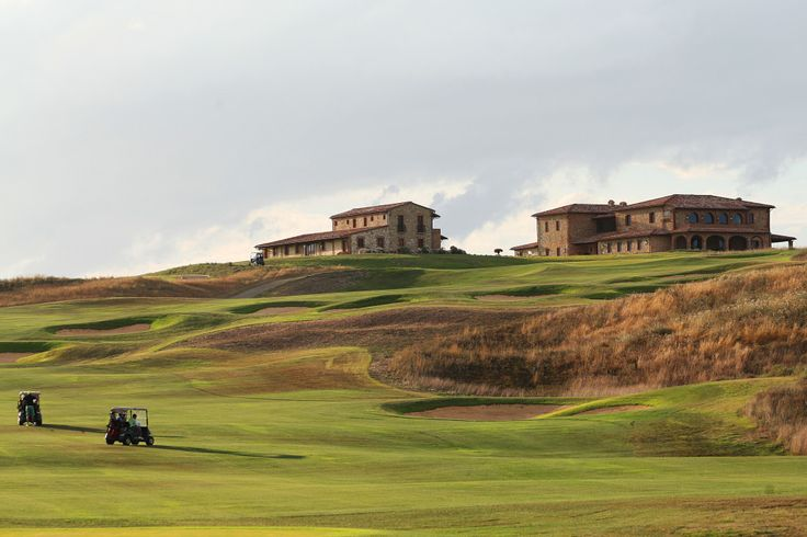 Beautiful lakes, medieval towers of Siena and the unique touch of the architect Robert Trent Jones Jr. have made the Royal Golf La Bagnaia, the perfect choice for a game of golf while staying at your second home, Le Ville di Trevinano. (www.lvdi.it)