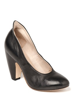 Elisa Nero Black Pump - I like the little lip on the back of the foot, and that curved to the heel