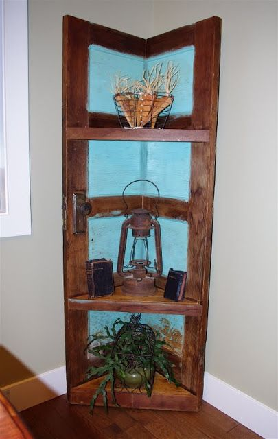 "Creative ""Try""als: Corner Shelving Unit Made from a Door"