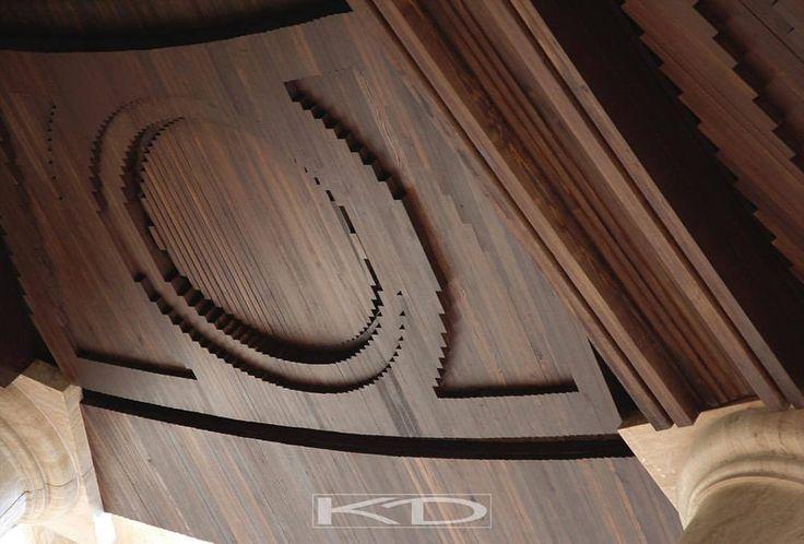 Архитектура студии KD/Architecture studio KD. Сжатая винтовая лестница или проекция амфитеатра? Элемент отделки храма Венеры в Баальбеке или абстрактное прочтение в дереве символа исходного космогенеза? Зодиакальный круг египетского храма или шестеренка часового механизма? Геометрия окружности идеально вписывается в декорирование здания любой стилистики и направленности.