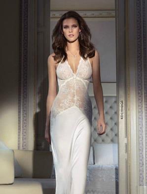 Jennifer Lopez sahne performansı, kıyafetleri, saç modeli ve makyajıyla adeta büyüledi. Ten rengi ile uyumlu bir gözaltı kapatıcısı ve krem fondöten Jennifer'ın makyaj sırlarından biri. Bizden söylemesi. www.magicform.com