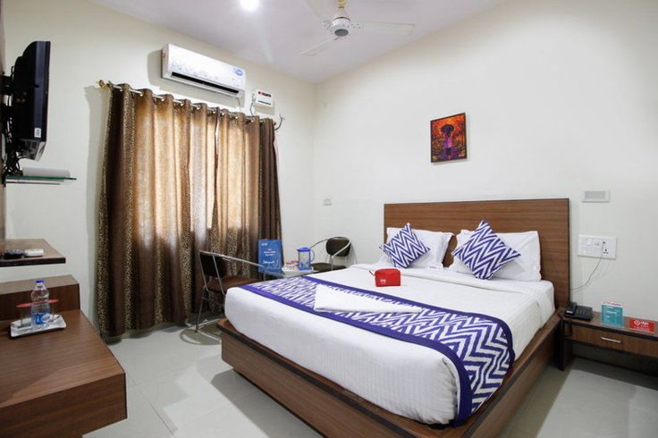 Big Bazaar Two Wheeler parking lane   With a stay at OYO Rooms Abids Big Bazaar in Hyderabad, you'll be close to Lal Bahadur Shastri Stadium and Charminar. This hotel is within close proximity of Dargah Yousufain and A.P. State Museum. https://travospot.com/hotel-information/558404/oyo-rooms-abids-big-bazaar/
