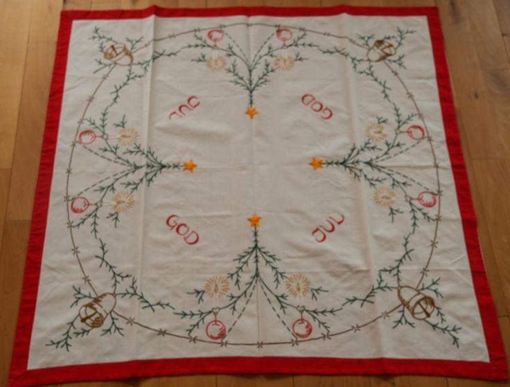Välsydd och charmig julduk, granar och klockor på Tradera.com - Textil  