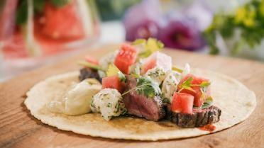 Wraps met gegrilde steak en avocadosaus