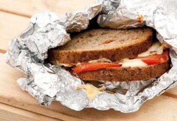 Ostesmørbrød - ost - skinke - ketchup - sennep - tomat - andre grønnsaker