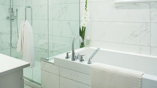Voici trois étapes simples pour remplacer facilement le calfeutrage de la baignoire.